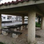 【2021年】連結型の巨大遊具が楽しすぎる!沖縄市の黒潮公園は広場と巨大遊具が魅力的な公園です!_休憩所