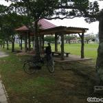 【2021年】連結型の巨大遊具が楽しすぎる!沖縄市の黒潮公園は広場と巨大遊具が魅力的な公園です!_休憩所5