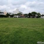 【2021年】連結型の巨大遊具が楽しすぎる!沖縄市の黒潮公園は広場と巨大遊具が魅力的な公園です!_広場3