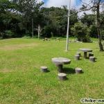【2021年】遊具が密集+目立つすべり台が特徴!沖縄市の八重島公園に遊びに行ってみよう!Aエリア_休憩所2