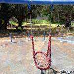 【2021年】遊具が密集+目立つすべり台が特徴!沖縄市の八重島公園に遊びに行ってみよう!Bエリア_ブランコ2