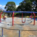 【2021年】遊具が密集+目立つすべり台が特徴!沖縄市の八重島公園に遊びに行ってみよう!Bエリア_ブランコ3
