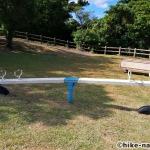 【2021年】パンダの絵が書かれているコンクリート巨大滑り台が特徴!うるま市の宇堅児童公園に遊びに行ってみた!_シーソー