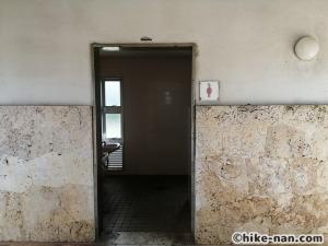 うるま市の倉敷ダム「やんばるの森(ヤンバルムイ)」水遊び体験をご紹介します!_女子トイレはこんな感じです