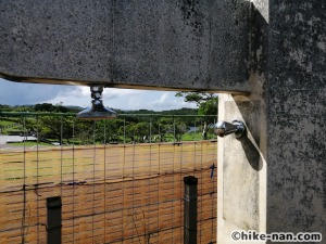 うるま市の倉敷ダム「やんばるの森(ヤンバルムイ)」水遊び体験をご紹介します!_子供用の高さのシャワーは大人の目線ぐらい