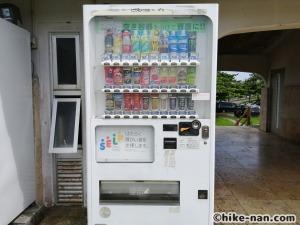 うるま市の倉敷ダム「やんばるの森(ヤンバルムイ)」水遊び体験をご紹介します!_自動販売機1つ目
