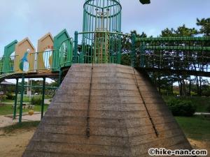 【2021年】言うことなしの大型公園!沖縄市の沖縄県総合運動公園内にある大型遊具施設に遊びに行ってみた!_アトラクション遊具11
