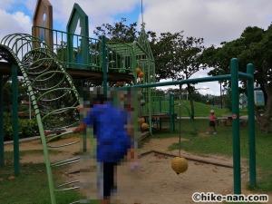 【2021年】言うことなしの大型公園!沖縄市の沖縄県総合運動公園内にある大型遊具施設に遊びに行ってみた!_アトラクション遊具14