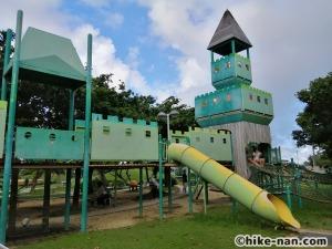 【2021年】言うことなしの大型公園!沖縄市の沖縄県総合運動公園内にある大型遊具施設に遊びに行ってみた!_アトラクション遊具9
