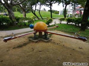 【2021年】言うことなしの大型公園!沖縄市の沖縄県総合運動公園内にある大型遊具施設に遊びに行ってみた!_スプリング遊具2