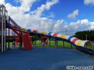 【2021年】言うことなしの大型公園!沖縄市の沖縄県総合運動公園内にある大型遊具施設に遊びに行ってみた!_大型遊具ローラ型巨大滑り台