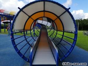 【2021年】言うことなしの大型公園!沖縄市の沖縄県総合運動公園内にある大型遊具施設に遊びに行ってみた!_大型遊具ローラ型巨大滑り台2