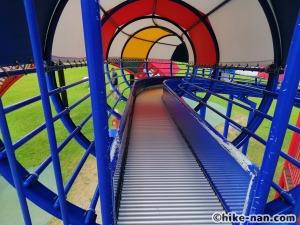 【2021年】言うことなしの大型公園!沖縄市の沖縄県総合運動公園内にある大型遊具施設に遊びに行ってみた!_大型遊具ローラ型巨大滑り台3
