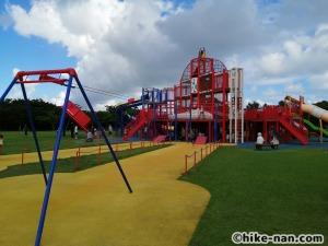 【2021年】言うことなしの大型公園!沖縄市の沖縄県総合運動公園内にある大型遊具施設に遊びに行ってみた!_大型遊具全体図2