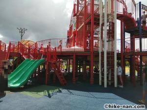 【2021年】言うことなしの大型公園!沖縄市の沖縄県総合運動公園内にある大型遊具施設に遊びに行ってみた!_大型遊具外観2