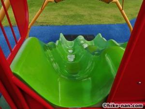 【2021年】言うことなしの大型公園!沖縄市の沖縄県総合運動公園内にある大型遊具施設に遊びに行ってみた!_大型遊具小さな滑り台