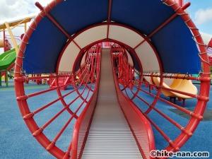 【2021年】言うことなしの大型公園!沖縄市の沖縄県総合運動公園内にある大型遊具施設に遊びに行ってみた!_大型遊具小さな滑り台3