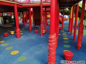 【2021年】言うことなしの大型公園!沖縄市の沖縄県総合運動公園内にある大型遊具施設に遊びに行ってみた!_大型遊具_遊具下3