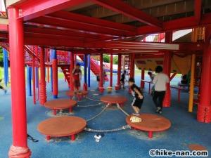 【2021年】言うことなしの大型公園!沖縄市の沖縄県総合運動公園内にある大型遊具施設に遊びに行ってみた!_大型遊具_遊具下6