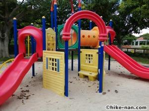 【2021年】言うことなしの大型公園!沖縄市の沖縄県総合運動公園内にある大型遊具施設に遊びに行ってみた!_小さなお子様が遊べる遊具エリア複合遊具4