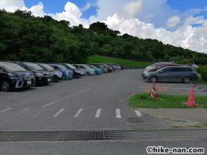 【2021年】言うことなしの大型公園!沖縄市の沖縄県総合運動公園内にある大型遊具施設に遊びに行ってみた!_駐車場