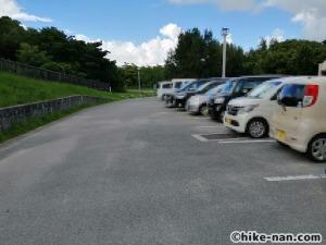 【2021年】言うことなしの大型公園!沖縄市の沖縄県総合運動公園内にある大型遊具施設に遊びに行ってみた!_駐車場3